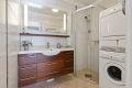 Flislagt bad med elektrisk gulvvarme. Opplegg for vaskemaskin og trommel. Nytt bad kommer i regi av borettslaget