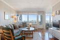 Særdeles lys og romslig stue med flott utsikt