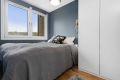 Soverommet er det plass til å innrede med dobbeltseng og garderobeskap. Her kan du nyte en god natt søvn i rolige omgivelser.