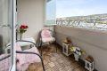 hyggelig og innglasset balkong på ca. 5,5 kvm med morgen- og formiddagssol