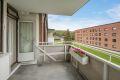 stor overbygget sydvestvendt balkong med hyggelig utsyn og gode solforhold