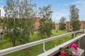 Utsyn fra balkong til grønne fellesarealer