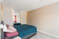 På soverommet er det god plass til å dobbeltseng og skyvedørsgarderobe.