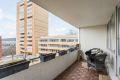 Fra stuen er det utgang til en nordvestvendt balkong på ca. 13m² med fin utsikt.
