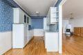 Kjøkkeninnredning med profilete fronter og laminat benkeplate. Opplegg for oppvaskmaskin.
