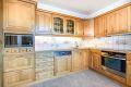 Hvitevarer på kjøkken medfølger; mikro, oppvaskmaskin og komfyr.