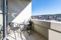 Overbygget balkong med deilig morgen- og formiddagssol og flott....