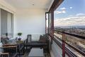 Fra stuen er det utgang til nordvestvendt innglasset balkong på 10 kvm.
