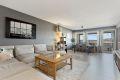 Stor og flott stue med god plass til større spisebord og sofa.