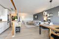 Stue og kjøkken er i en praktisk delvis åpenløsning som gir ekstra romslighet.