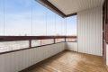 Leiligheten har en stor innglasset balkong som kan brukes nesten hele året! Mye sol og hyggelig utsyn.