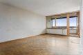 Stuen er av god størrelse og lett og møblere. Her er det plass til både stor sofagruppe og spisebord om ønskelig.