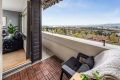 Solrik balkong med fantastisk utsikt.