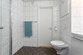 Flott flislagt bad med gulvvarme. Bad er renovert i regi av borettslaget i 2011 og fremstår med tidsriktige fliser og innredning.