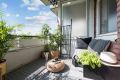 Solrik balkong på ca 8 kvm med plass til utemøbler.