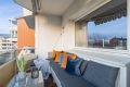 Stor balkong på ca. 7 kvm med god plass til sofagruppe og bord.