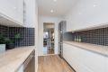 Lyst og lekkert kjøkken med hvit høyglans fronter. Ikea kjøkkeninnredning fra 2018.