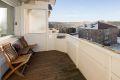 Sydvendt, solrik balkong med flott utsikt!