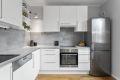 Kjøkkeninnredning fra 2009, oppgradert 2012 med bl.a. ny benkeplate og koketopp.