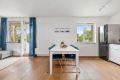 God plass til spisestuebord mellom kjøkken og stue