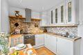 God skap og benkeplass på kjøkken. Integrert komfyr, koketopp og oppvaskmaskin