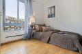 Det andre rommet har også god plass til dobbeltseng, nattbord og annet ønskelig møblement. Rommet passer ypperlig som barnerom, gjesterom eller kontor.