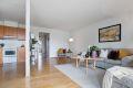 Stuen har god plass til sofaløsning, stuebord og annet ønskelig møblement
