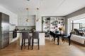 Stuen har åpen løsning mot kjøkken