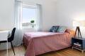 Soverom 2 er et godt rom med plass til dobbeltseng. Rommet har garderobeskap