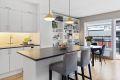 Pent og moderne kjøkken med lakkerte formpressede fronter