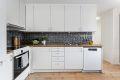 Praktisk kjøkken med opplegg til oppvaskmaskin
