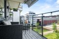 Balkong 1 har adkomst fra stuen og har flott utsyn over vannspeil og pent opparbeidede fellesarealer
