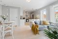 God plass til sofagruppe, sofabord og spiseseksjon. I tillegg har man pipeløp i stuen med mulighet for å koble til ildsted ved ønske om det.