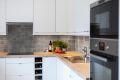 Pent og innholdsrikt kjøkken med integrerte hvitevarer fra 2013.