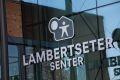 Lambertseter senter som kan by på ulike interiør- og klesbutikker, vinmonopol, Meny, apotek, jernvarehandel, bibliotek, samt flere spisesteder.