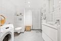 Flislagt bad med gulvvarme. Oppgradert blandebatteri og dusjgarnityr.