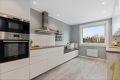 Leiligheten har et stort kjøkken fra 2015, med moderne kjøkkeninnredning fra IKEA. Meget god skap- og benkeplass!