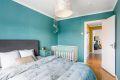 Rommet vender mot baksiden av blokken og rolige omgivelser som legger til rette for god nattesøvn.