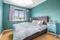 Boligens soverom er av god størrelse med rikelig plass til dobbeltseng og nattbord m.m.