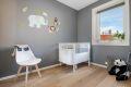 Leilighetens andre soverom er også av god størrelse. Rommet passer perfekt som barne-/gjesterom eller kontor, alt etter behov.