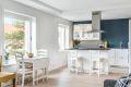 Leiligheten har et delikat IKEA-kjøkken (2017) med åpen løsning mot stuen.