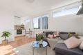Stuen har en åpen og romslig løsning med god plass til sofa, sofabord og tv-møbler. Her har man flere løsninger for møblering.