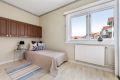 Soverom 2:  Et romslig rom som passer perfekt som barnerom, kontor eller gjesterom.