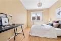 .Soverom 1/ hovedsoverom: Er av god størrelse. har god plass til dobbeltseng og nattbord.