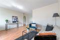 Lys og gjennomgående leilighet med flere muligheter for møblering.