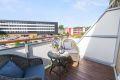 Det er god plass til utemøbler og gassgrill. Det er tillatt å bruke elektrisk grill eller gassgrill. Flotte solforhold sommerstid.