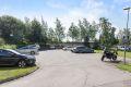Sameiet har 35 parkeringsplasser, hvorav 5 gjesteplasser. Gjesteparkering på sameiets eiendom (oblatordning). Nye beboere skal søke styret om tildeling av parkeringsplass.