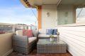 Solrik, usjenert balkong med supre solforhold.