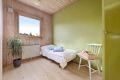 Soverom 1 i god størrelse med plassbygde garderobeskap som passer utmerket som barnerom/gjesterom eller kontor.
