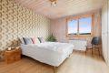 Hovedsoverommet er av god størrelse med god plass til stor dobbeltseng og nattbord.